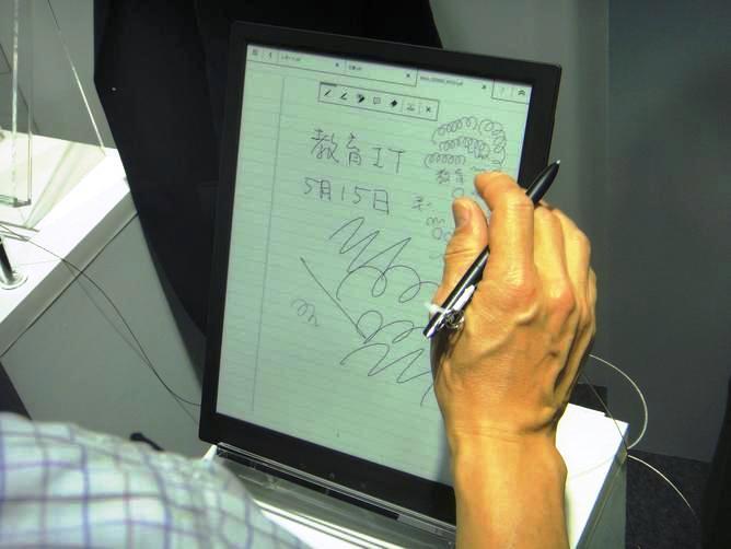 Sony desarrolla un bloc de notas con papel digital flexible de 13.3 pulgadas
