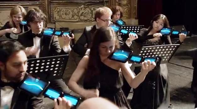 Como parte de la promoción de un banco europeo completamente digital, el banco BNP Paribas y la agencia B-Roll, contrataron 60 músicos con smartphones y tablets para tocar la ópera Carmen.