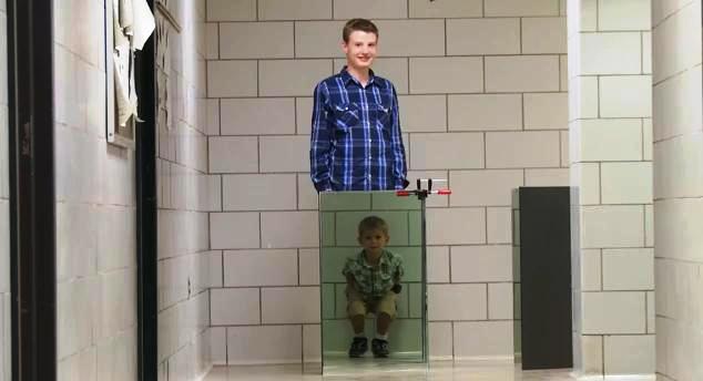 Físico y su hijo crean capa de invisibilidad por solo 150 dólares