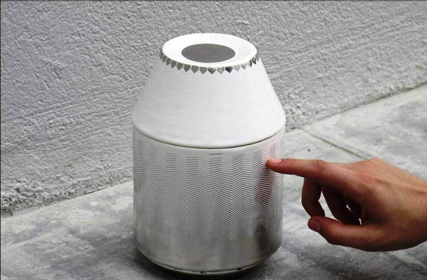 Un asombroso radio de cerámica con interfase táctil