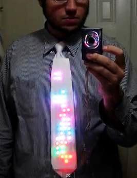 Diseñan una corbata con Tetris incorporado