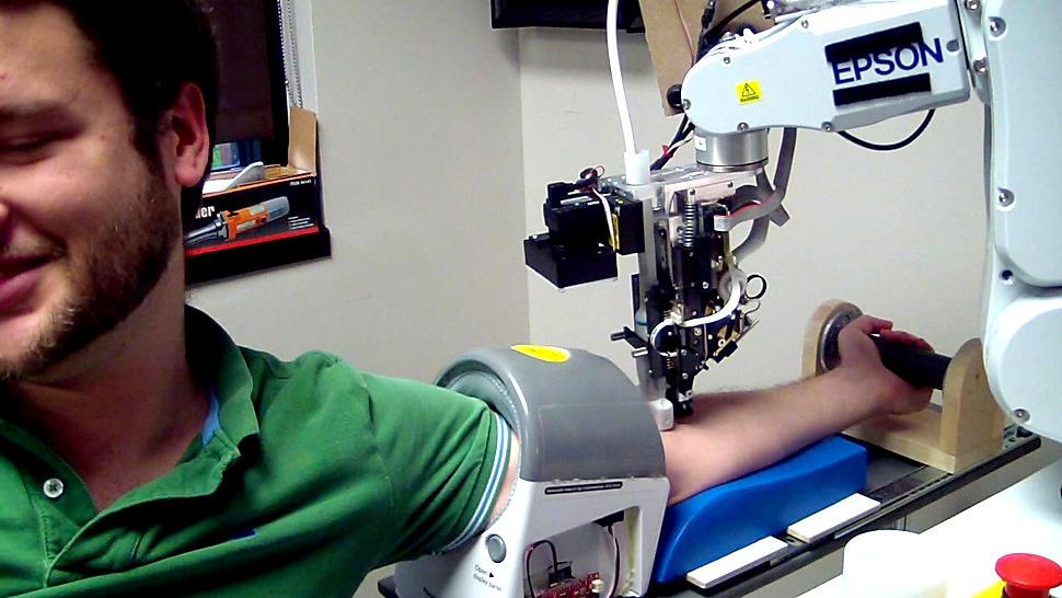 Robots le extraerán la sangre más rápido y de forma más precisa