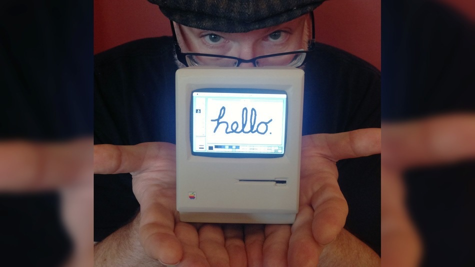 Mini Macintosh que cabe en la palma de su mano