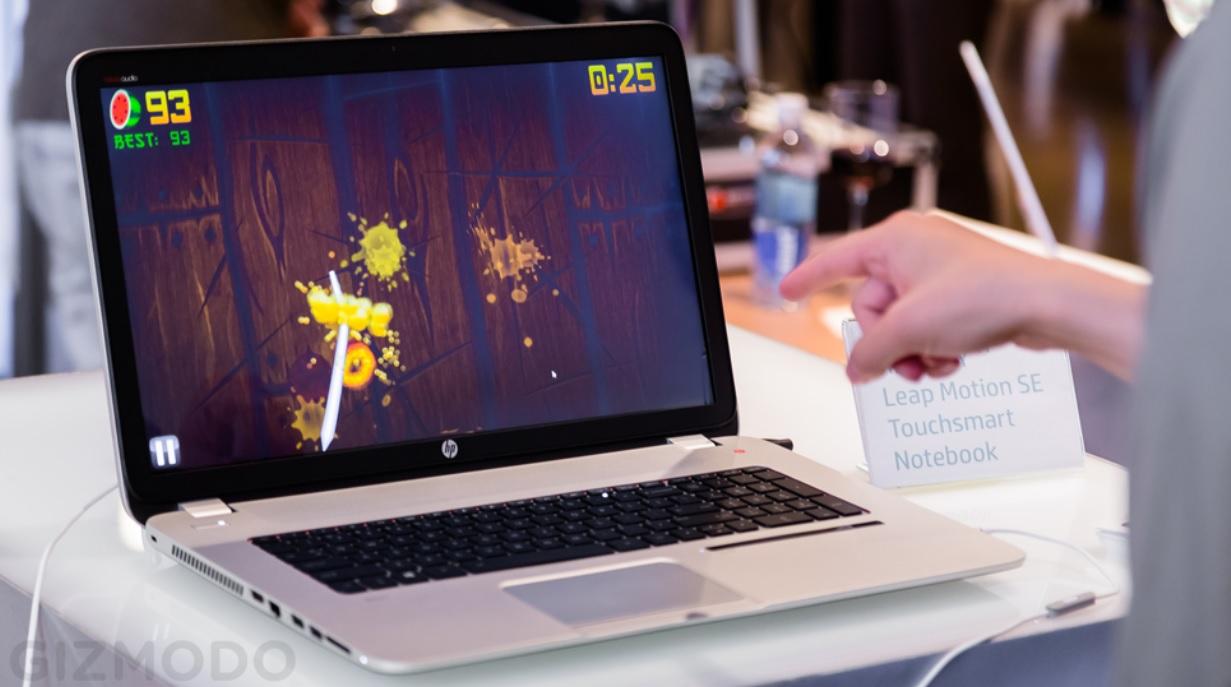 Primer laptop con el sensor de gestos que no requiere contacto físico