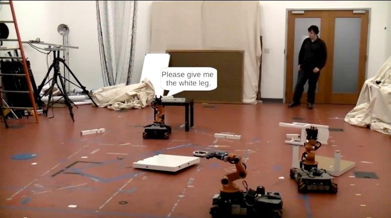 Enseñan a robots a pedir ayuda