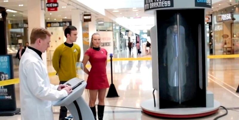 Teletransporte al estilo de Viaje a las Estrellas asombra a centro comercial