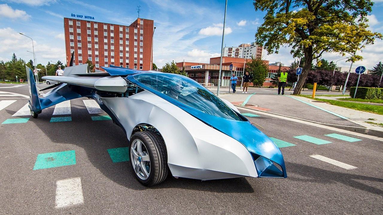 Auto volador alcanza 200 Km/h en aire, 160 Km/h en tierra