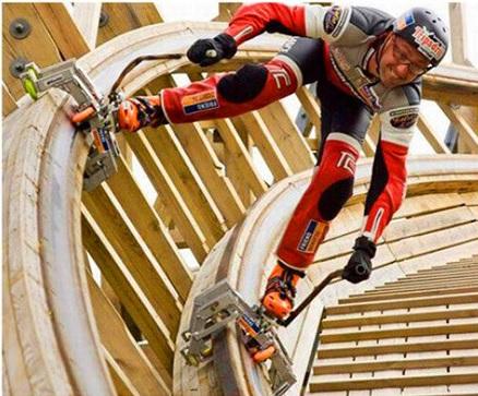 Imagine girar en patines a 90 Km/h sobre una montaña rusa