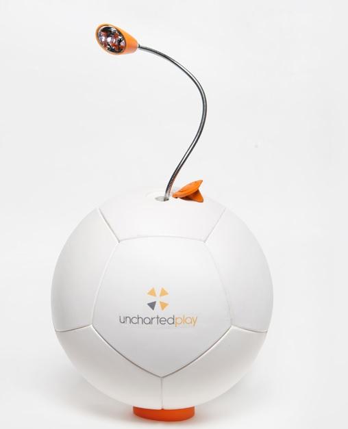 Balón que genera energía con solo patearlo