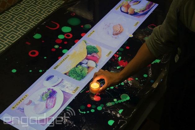 Demostración de un restaurante japonés futurista