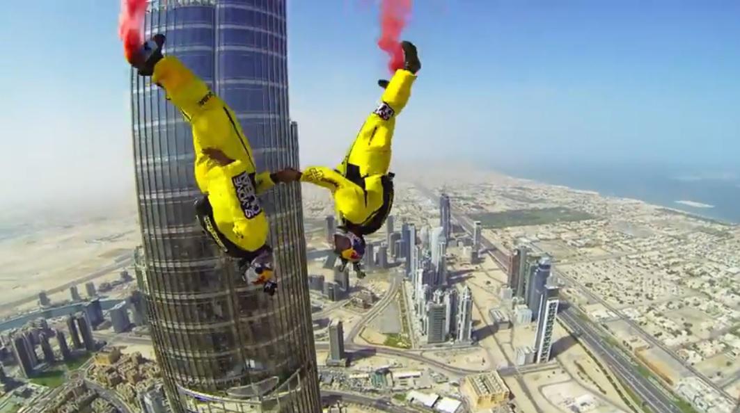 Récord mundial: salto base desde el edificio más alto del mundo