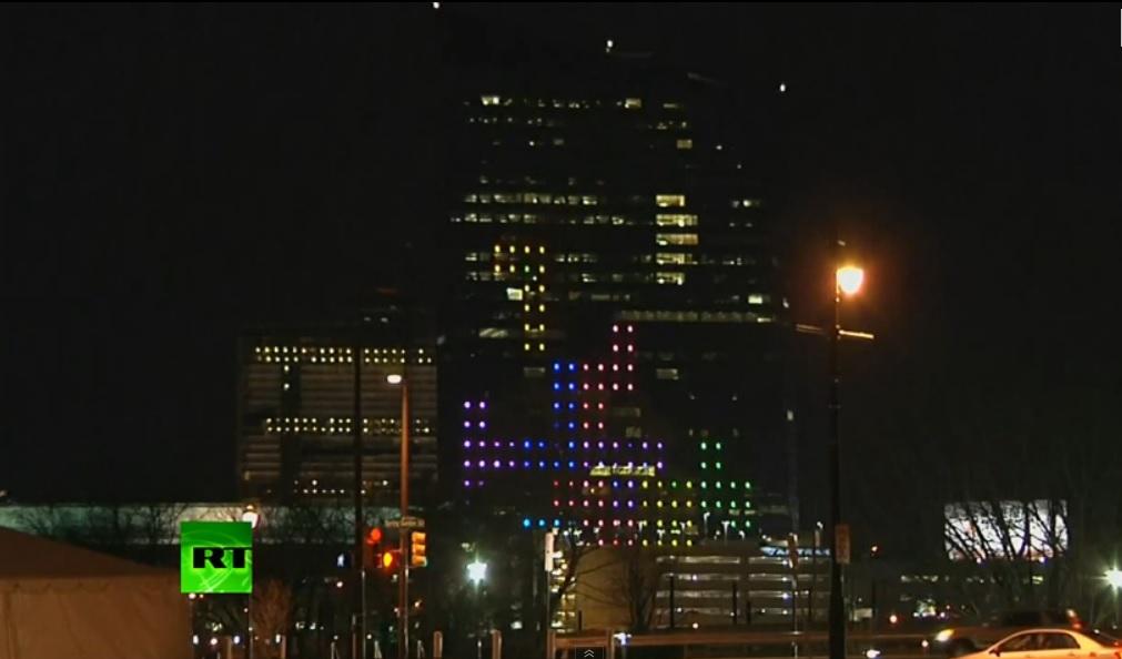 Juegan Tetris en un rascacielos de 130 metros de altura