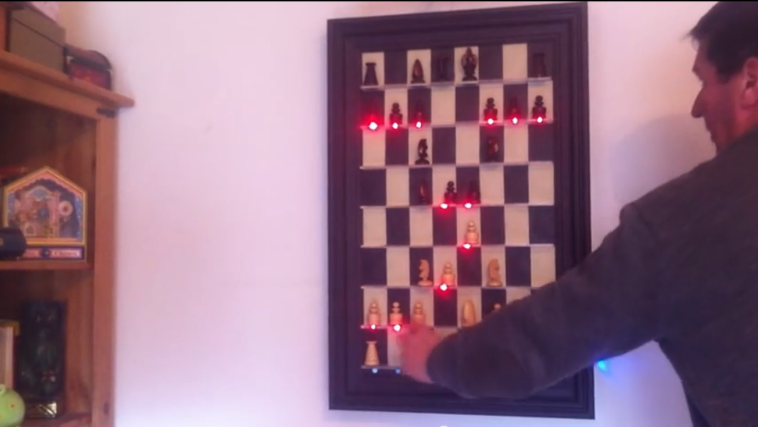 Diseñan ajedrez de pared para jugar contra un computador