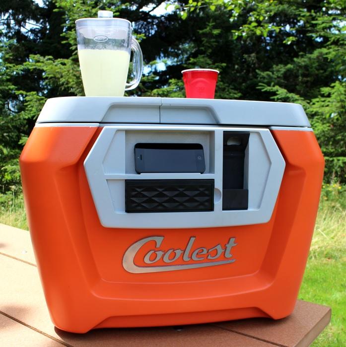 Refrigerador portátil con licuadora, cargador, altavoz, destapador y más