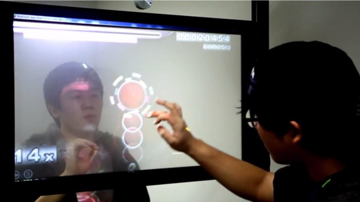 Pantalla táctil transparente que permite interacción por ambos lados