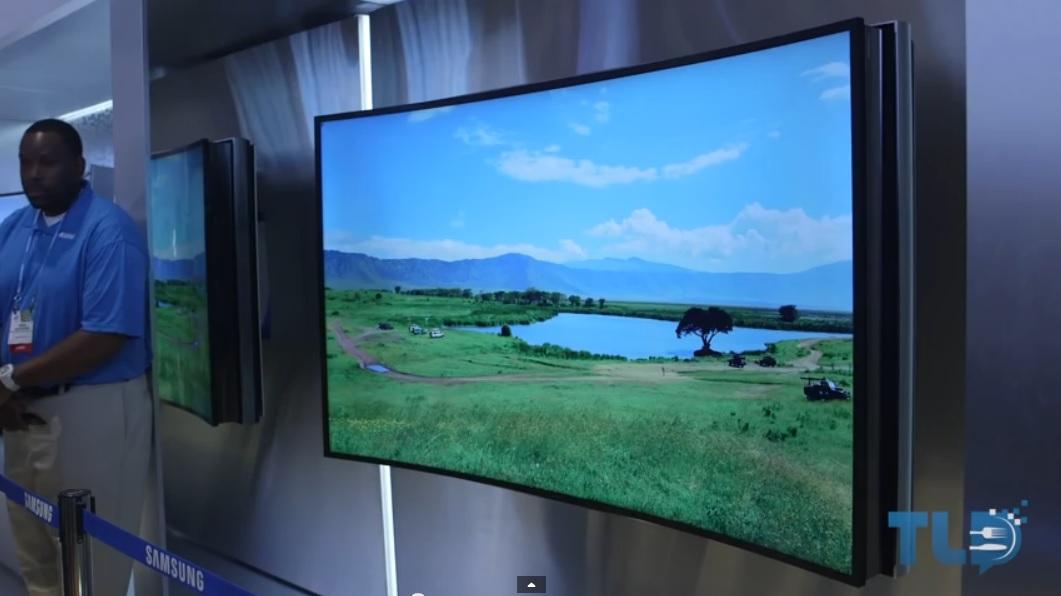 Samsung ofrecerá un TV UHD que se hace plano o curvo a voluntad del televidente