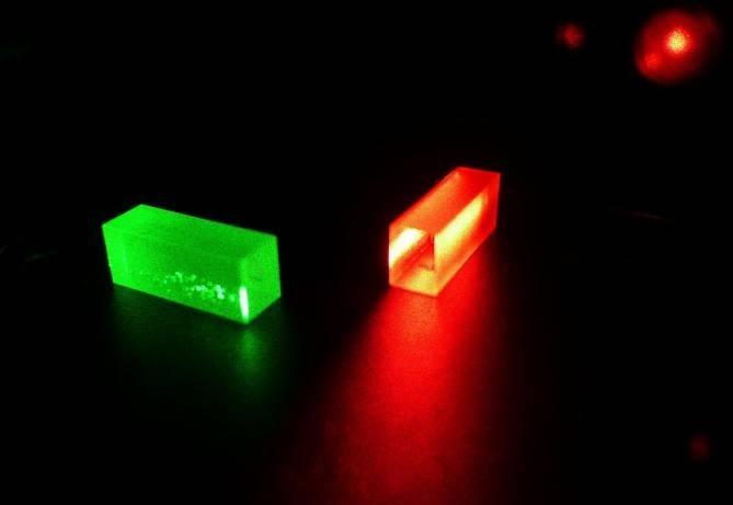 Teleportación cuántica del estado cuántico de un fotón a un cristal a 25 Km de distancia