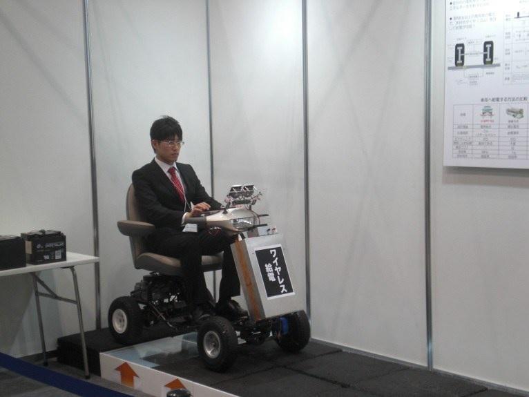 Auto eléctrico prototipo se recarga usando radio ondas y sus ruedas