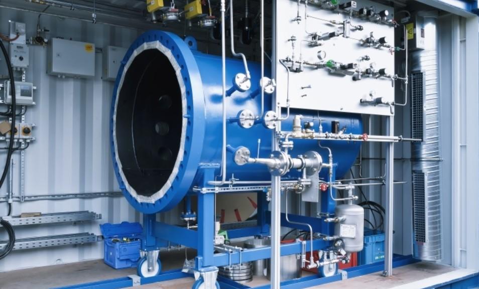 Fabrican máquina que convierte agua en gasolina sintética