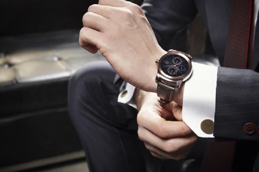 LG presenta su nuevo Smartwatch llamado LG Watch Urbane, un reloj que parece un reloj estándar.