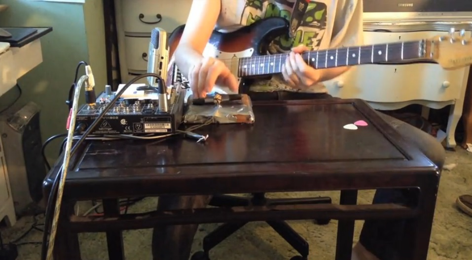 Una guitarra que suena como un videojuego