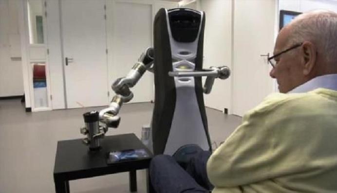 Robot con gran capacidad de interacción social diseñado para cuidar ancianos