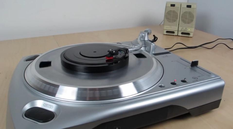 Dispositivo para oír cualquier canción digital en un tornamesa convencional