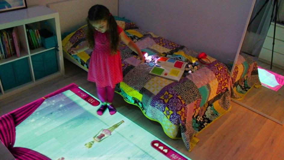 Proyector crea habitaciones de video juegos interactivos