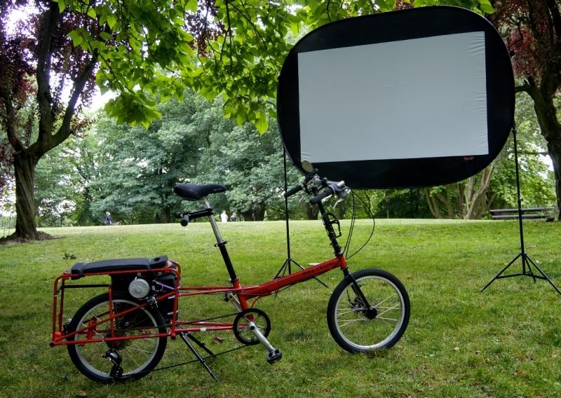 Cine portátil que se alimenta de la energía de ciclistas