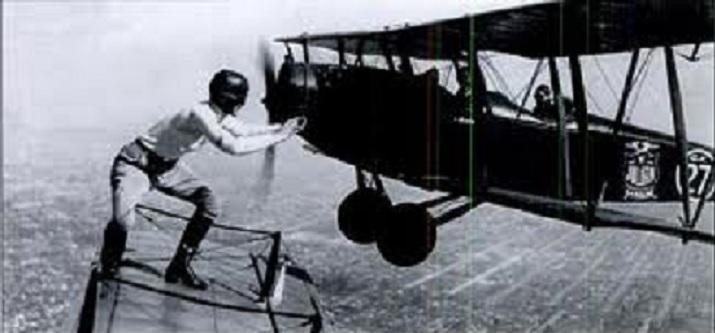 Inventan material para que los aviones se reparen a sí mismos en pleno vuelo