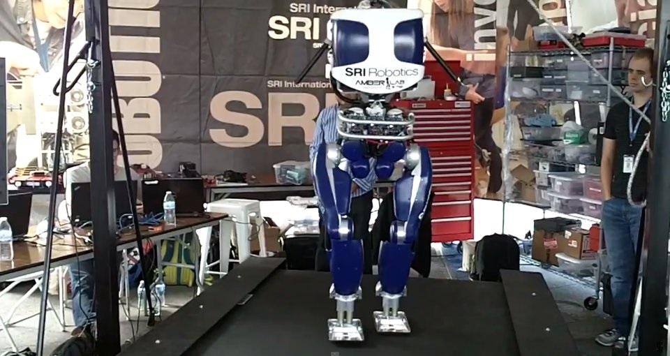 Este robot ultra eficiente camina ya casi como las personas