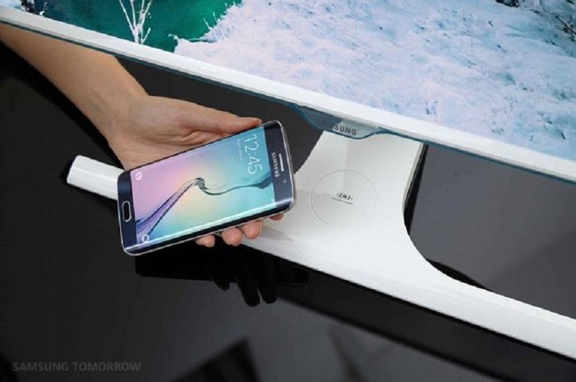 Monitor que recarga su smartphone de forma inalámbrica