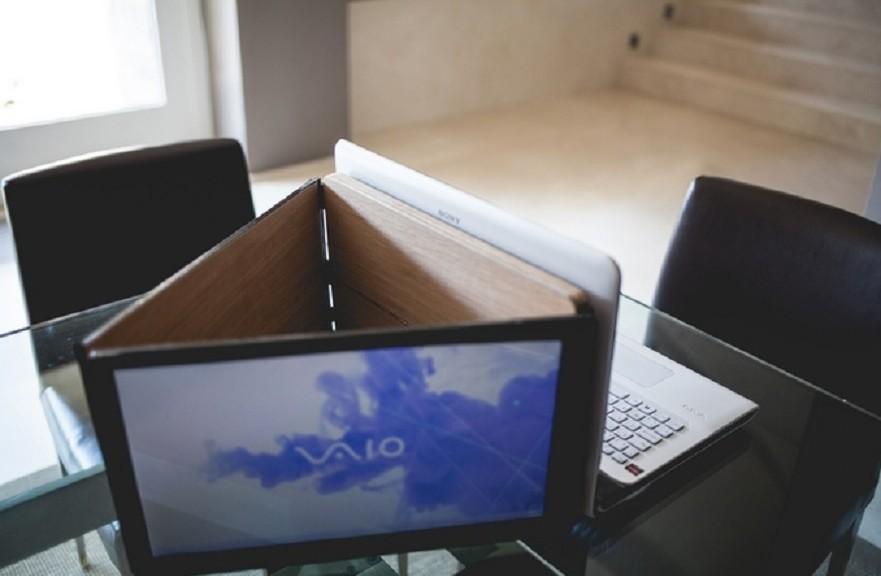 Fabrican monitor dual, rotante y súper liviano para portátiles