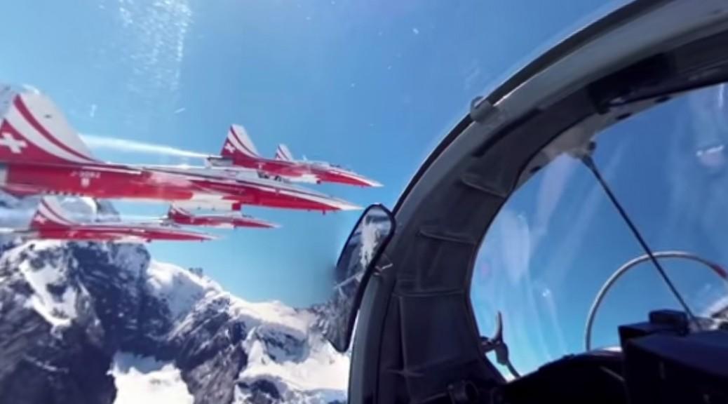 Disfrute de un viaje interactivo en 360 grados y alta resolución a bordo de un jet de combate