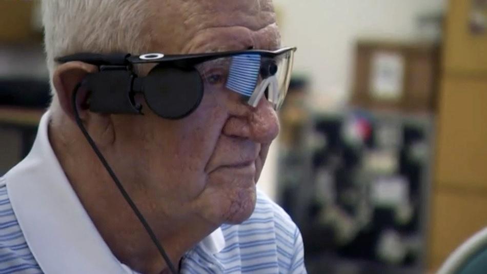 Ojo biónico restaura parte de la visión a persona de 80 años