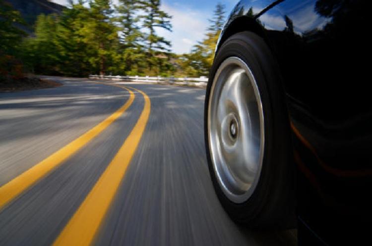 Nanogeneradores que recogen la energía del contacto del neumático con la carretera