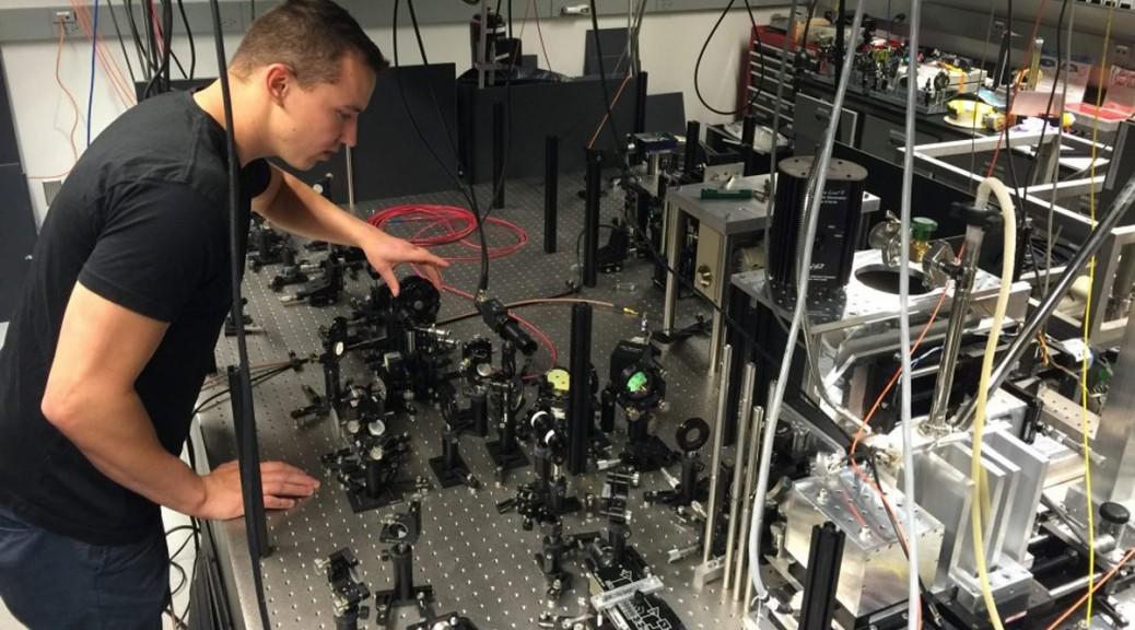 Logran entrelazamiento cuántico a temperatura ambiente
