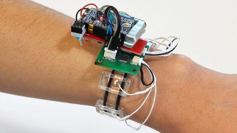 Reloj inteligente que detecta gestos analizando los músculos al interior de su brazo