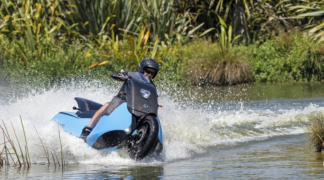 Motocicleta que se convierte en moto de agua en 5 segundos