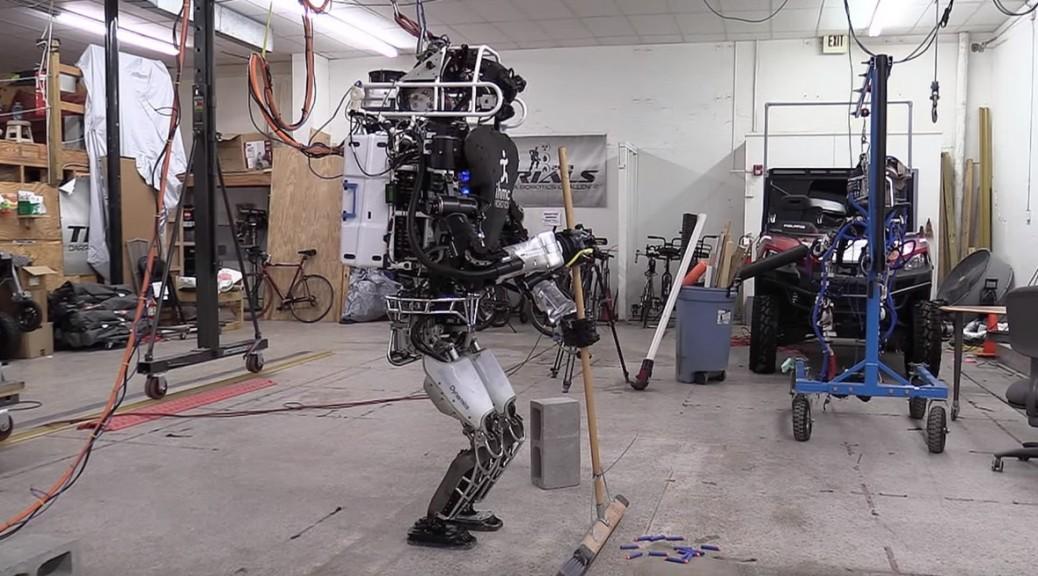 Robot hace tareas del hogar al estilo de los Supersónicos