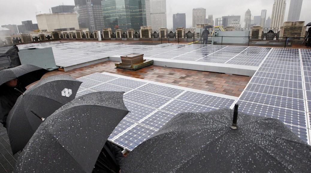 Una celda solar que genera electricidad usando tanto luz como lluvia