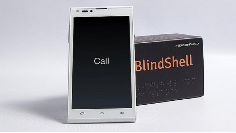 Primer smartphone para ciegos con pantalla táctil