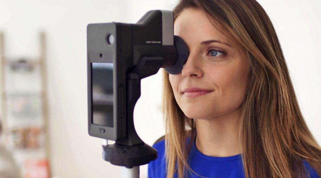 Accesorio para teléfono que permite recetar anteojos