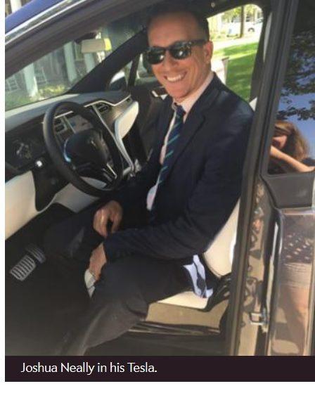 Un hombre llega al hospital en su Tesla con Autopilot tras sufrir una embolia