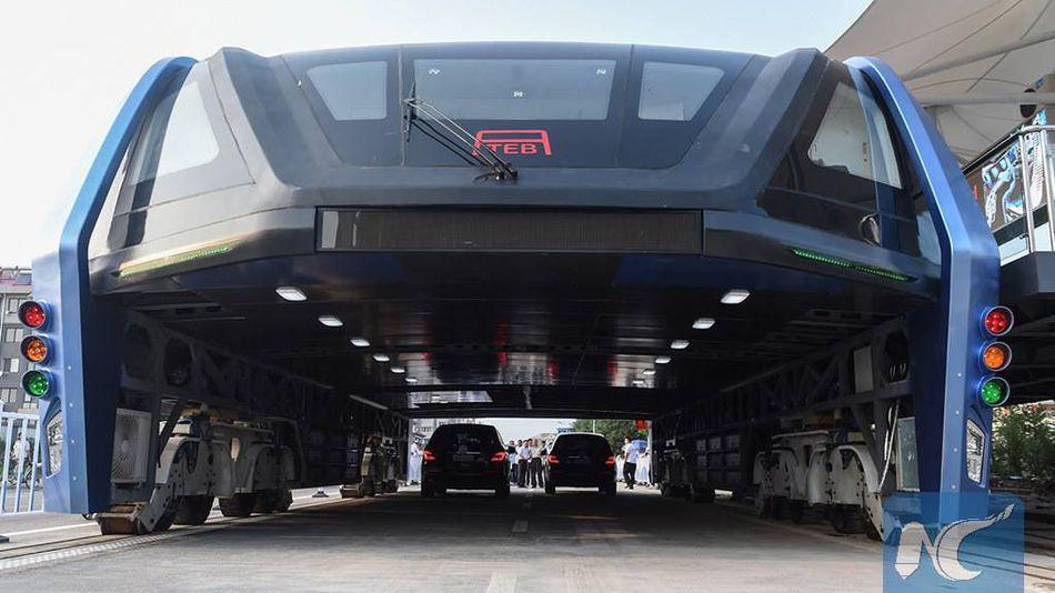 China hace realidad su proyectado bus elevado
