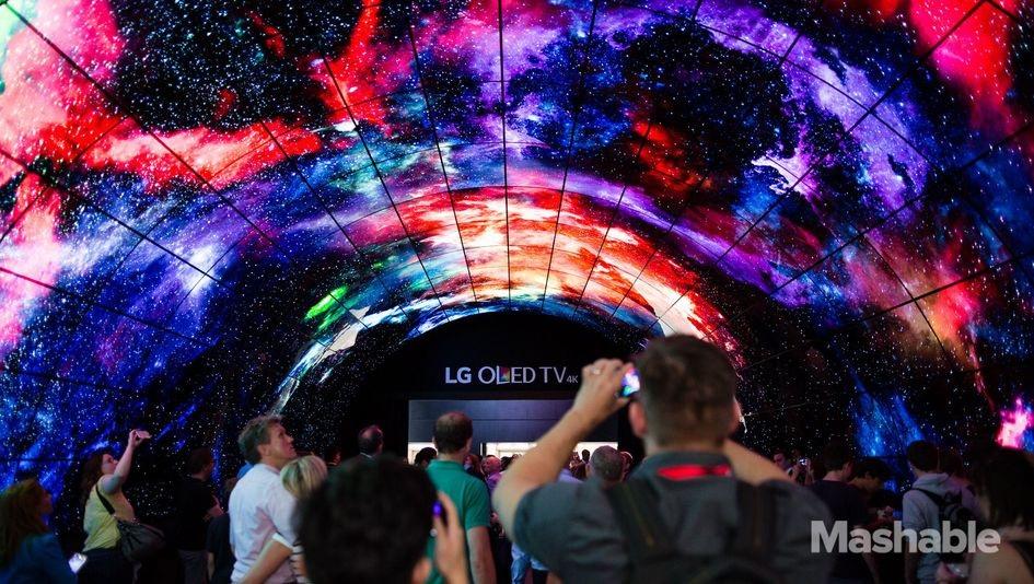 LG construyó un enorme túnel con televisores OLED