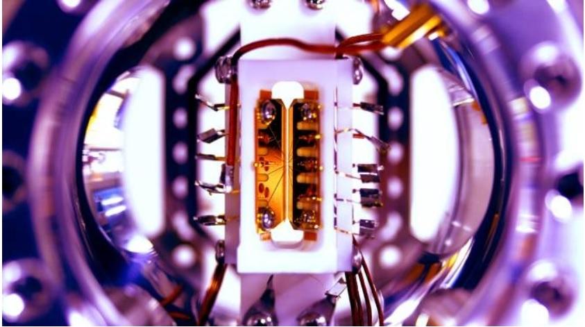 Módulo iónico programable para computación cuántica