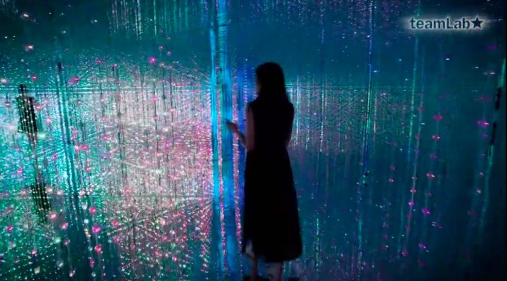 Arte interactivo para caminar en un espacio de luz tridimensional