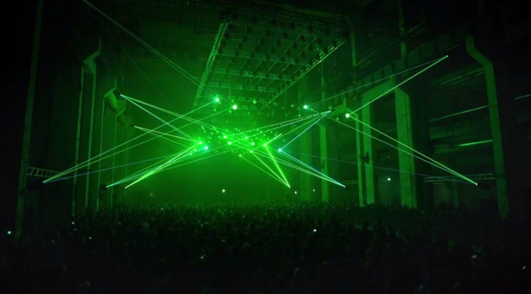 Deep Web es un espectáculo audiovisual cinético de rayos láser