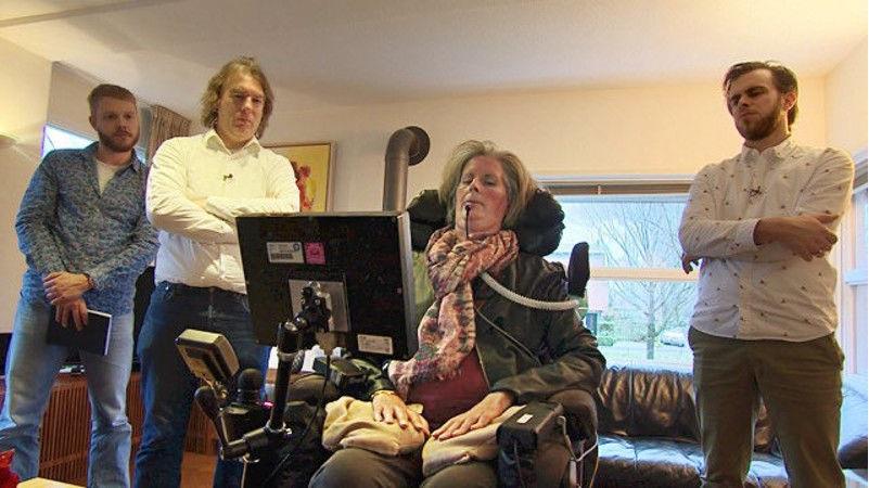 Implante cerebral permite a mujer paralítica escribir mensajes con su mente